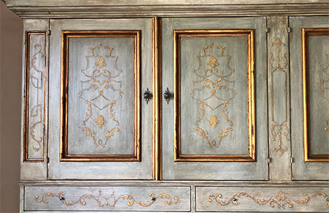 How to antique gold and metal leaf surfaces