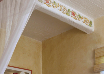 Painted scrolls on beams